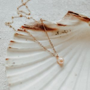 LIMITED EDITION: Magnificent Kette mit Perle in Apricot