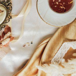 Pastell Saphir Kette aus 750er Gelbgold