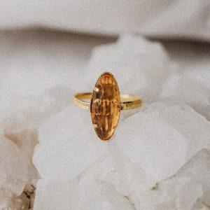 Vintage Ring mit ovalem Stein