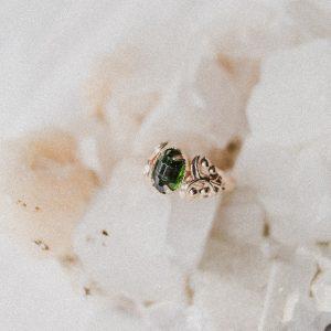 Vintage Ring mit dunkelgrünem Stein